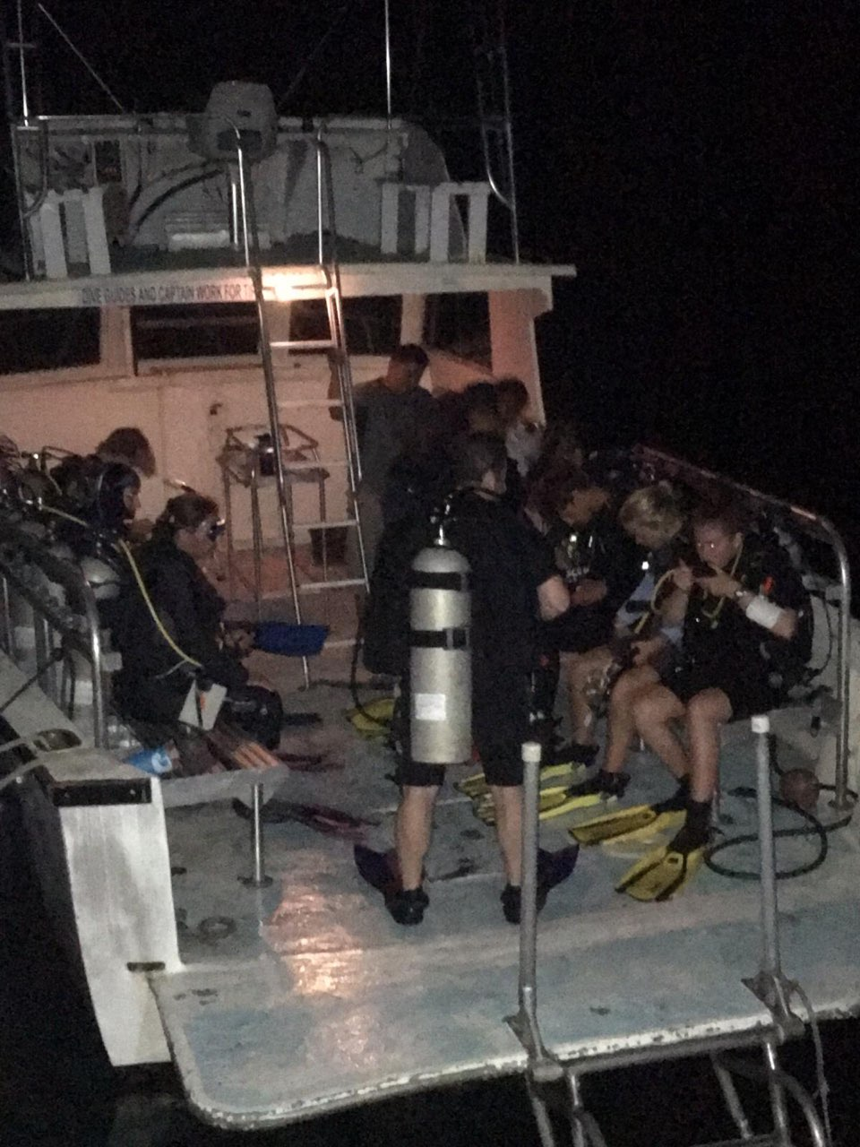 Night-dive-boat