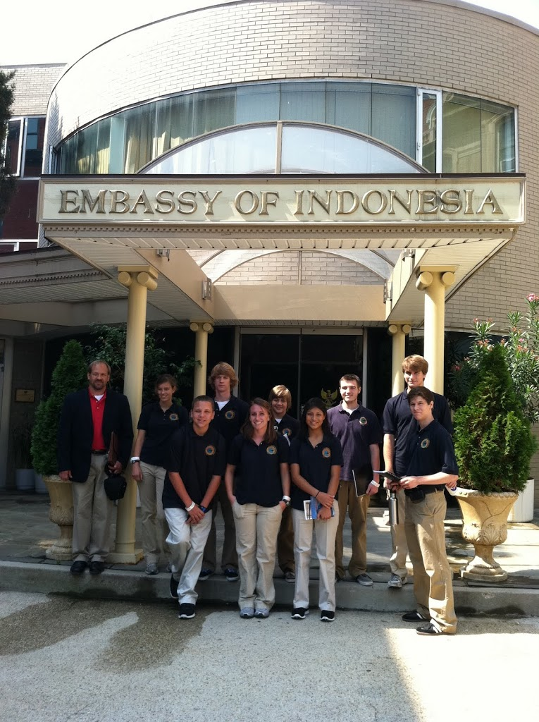 Conversing Abroad with Indonesian and Australian Students